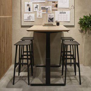 amandari barová stolička osso dub čierny, barová stolička ethnicraft, dubová stolička, drevená barové stolička, barová stolička bez opierky a podrúčok, dizajnová barová stolička