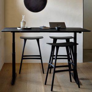 amandari barová stolička osso orech, barová stolička ethnicraft, orechová stolička, drevená barové stolička, barová stolička bez opierky a podrúčok, dizajnová barová stolička