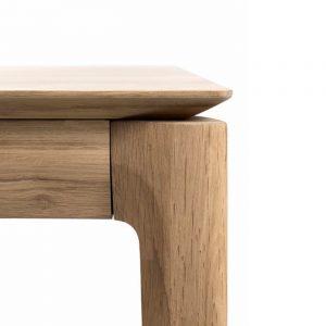 drevený jedálenský stôl, obdĺžnikový stôl, drevený, masívny stôl, dubovy stol, dubový stôl, masívna doska, stôl z masívneho dubu, masívny drevený stôl, moderný jedálenský stôl, jedálenský stôl do moderného interiéru, dizajnový drevený stôl, stôl s precíznym detailom