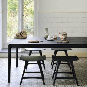 drevený jedálenský stôl, čierny drevený stpl, obdĺžnikový stôl, drevený, masívny stôl, dubovy stol, dubový stôl, masívna doska, stôl z masívneho dubu, masívny drevený stôl, moderný jedálenský stôl, jedálenský stôl do moderného interiéru, dizajnový drevený stôl