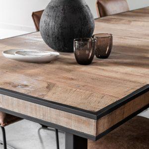 drevený jedálenský stôl, obdĺžnikový stôl, drevený, masívny stôl, teakový stol, teakový stôl, masívny doska, recyklovaný stôl, jedálenský stôl s kovovými nožičkami, jedálenský stôl s kovovou podnožou, riadny masívny drevený stôl, jedálenský stôl na chatu, jedálenský stôl do vinárne, jedálenský stôl do horského interiéru, jedálenský stôl s lavicou, jedálenský stôl do veľkého priestoru