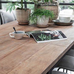 amandari jedálenský stôl odeon, drevený jedálenský stôl, obdĺžnikový stôl, drevený, masívny stôl, teakový stol, teakový stôl, recyklovaný stôl, jedálenský stôl s kovovými nožičkami, jedálenský stôl s kovovou podnožou, drevený stôl do menšieho priestoru, unikátny jedálenský stôl, recyklované drevo, recyklovaný teak, slowfurniture, ekologický