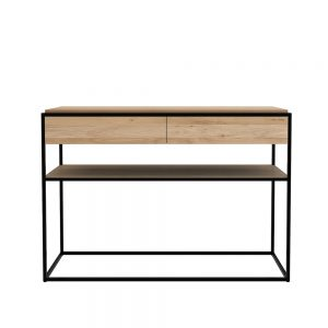 amandari konzolový stolík monolit, nábytok s čistými líniami, konzola ethnicraft, úzky stolík do predsiene so zásuvkami a odkladaním, drevená konzola s kovovým rámom, obdĺžnikový drevený stolík, úzka konzola, nábytok do predsiene, masívny drevený stolík, stolík s masívnou drevenou doskou, udržateľný nábytok, moderný dubový stolík, moderný štýl, dub, nadčasová konzola