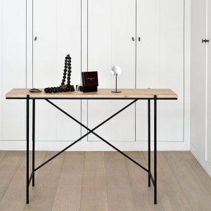 amandari konzolový stolík rise dub, nábytok s čistými líniami, konzola ethnicraft, úzky stolík do predsiene, obdĺžnikový drevený stolík, úzka konzola, nábytok do predsiene, drevený stolík s kovovou nohou, stolík so svetlou dubovou doskou, udržateľný nábytok, moderný dubový stolík, moderný štýl, dub, nadčasová jednoduchá konzola