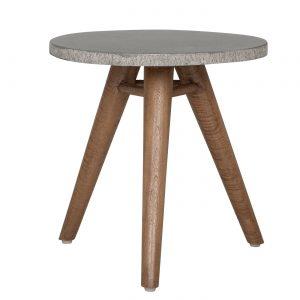 amandari príručný stolík mount everest, okrúhly príručný stolík, šedý stolík, bočný stolík, príručný stolík, stolík s tromi nožičkami, teakový konferenčný stolík, stolík su kreslu, stolík, stolík s betónovým vzhľadom, betónový stolík s drevenými nohami, okrúhly stolík, stôl z recyklovaného teaku, nízky stolík, nábytok s príbehom, moderný teakový stolík