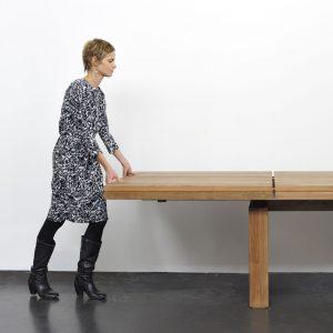rozkladací teakový stôl, dizajnový rozkladací stôl, rozkladací masívny stôl, rozkladací drevený stôl, moderný rozladací jedálenský stôl, stôl s rozkladaním, masívny rozkladací stôl, dizajnový rozkladací stôk, stôl ethnicraft, stôl amandari
