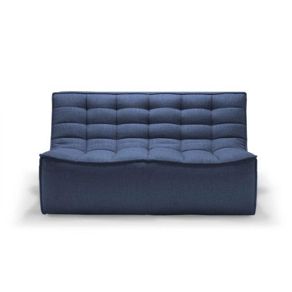 sedačka, gauč, sedenie, sedenie v obývačke, sedačka bez opierky, látková sedačka, modrá sedačka, nadčasová sedačka, pohodlná sedačka, komfortná sedačka, chesterfield sofa, moderná sedačka, nadčasová sedačka, dizajnová sedačka, prešívaná sedačka, dvojsedačka, modulárna sedačka, rohová sedačka